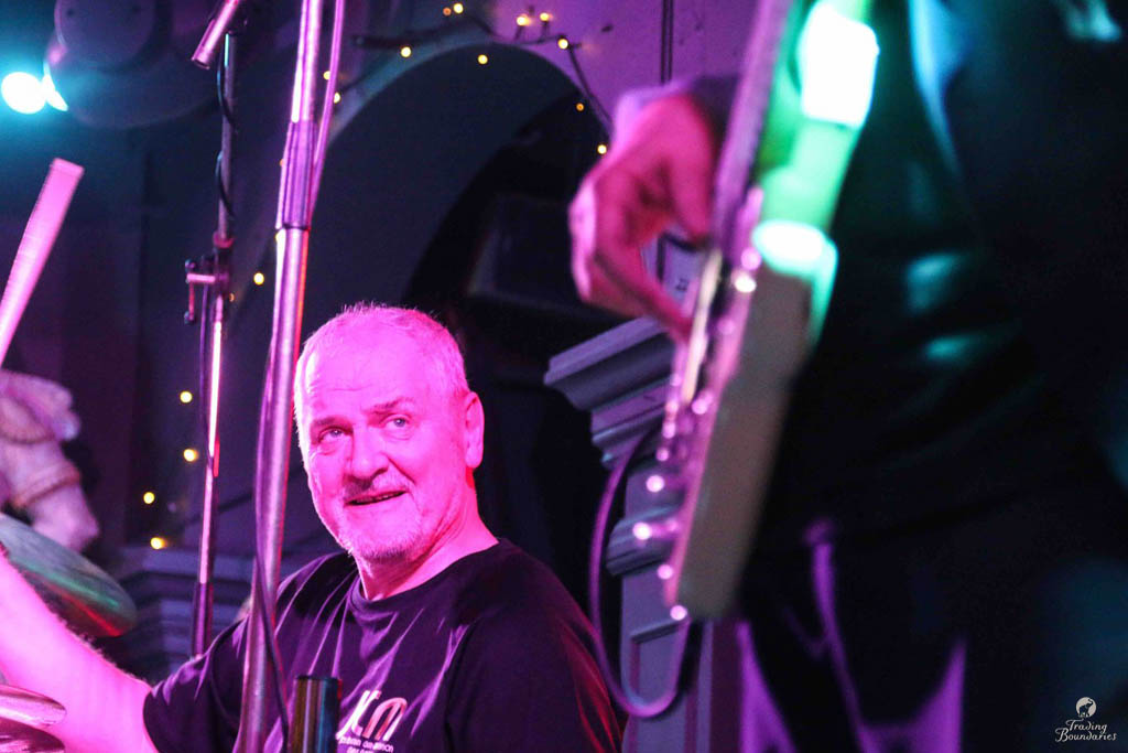 John Hiseman - 00-04-18 - Live at Trading Boundaries